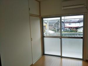 横川アパート 窓サッシ